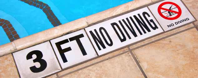 3 feet, no diving sign